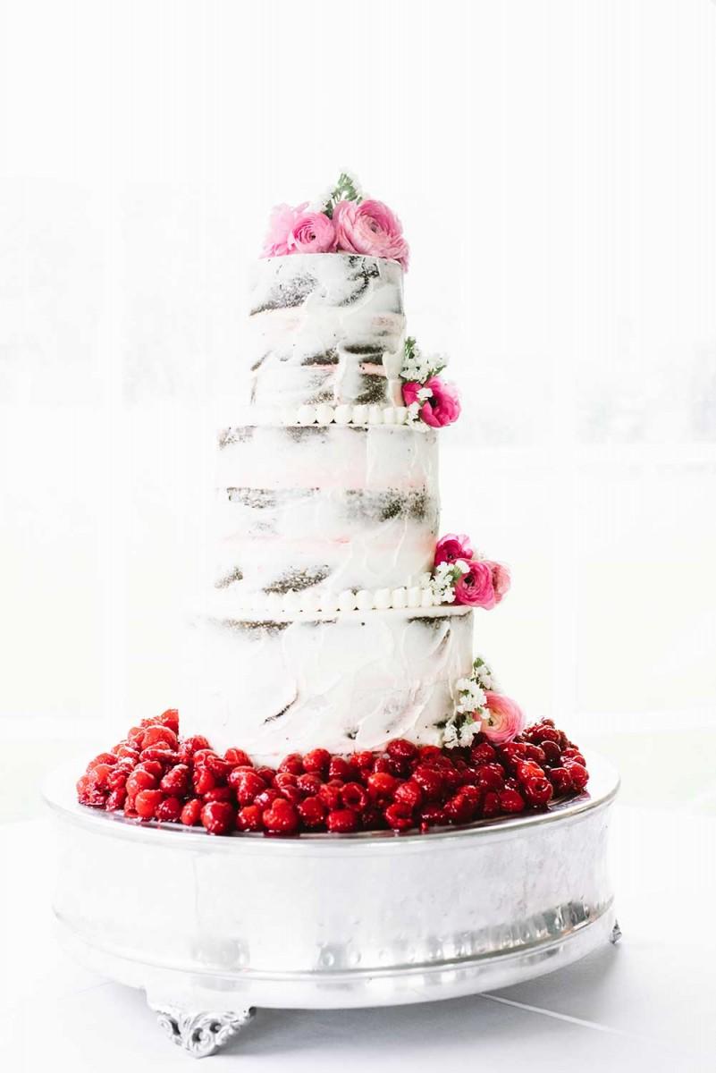 gourmet_white_berry_cake